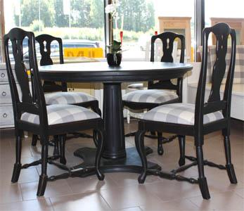 pyöreä puinen pöytä